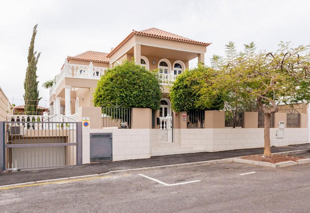 4 bed Villa For Sale in El Madronal,  - 1