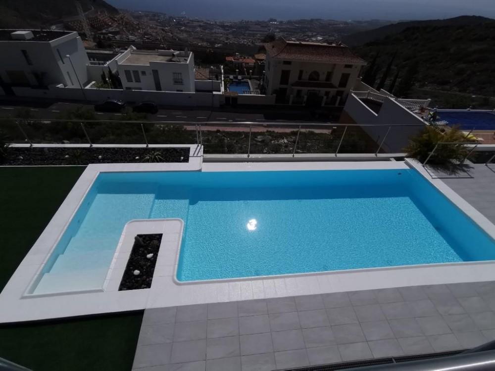 4 bed Villa For Sale in Adeje,  - 17