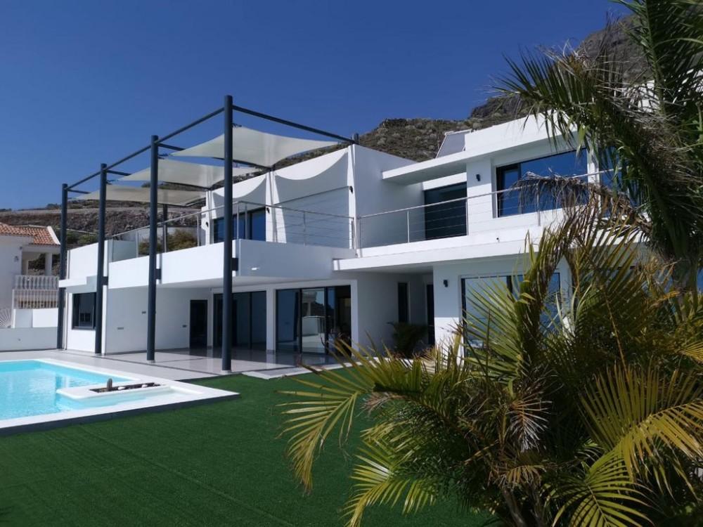 4 bed Villa For Sale in Adeje,  - 2