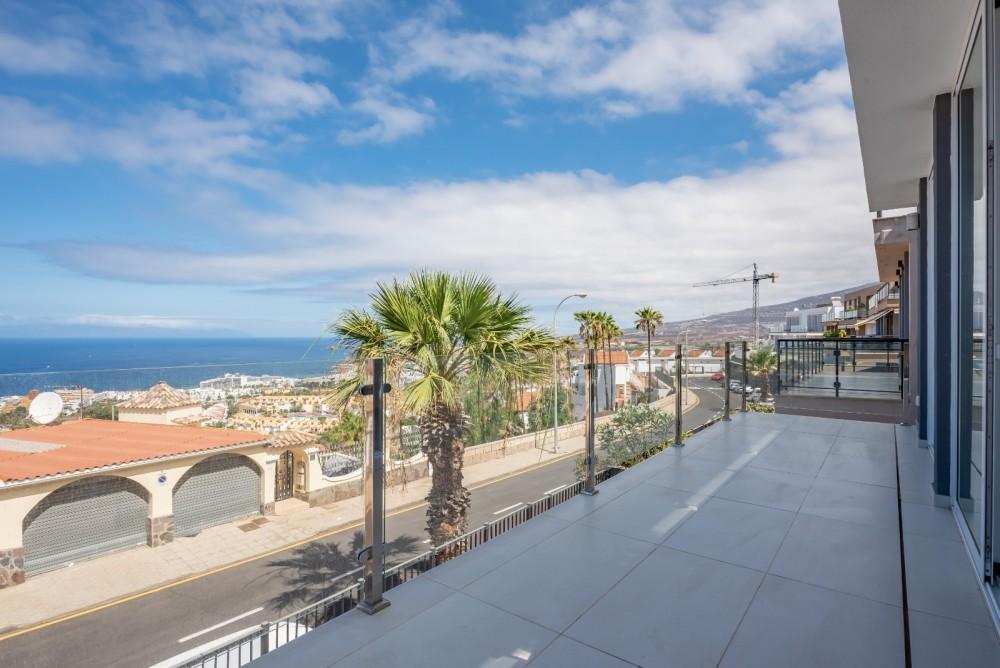 4 bed Villa For Sale in Playa de las Americas,  - 11