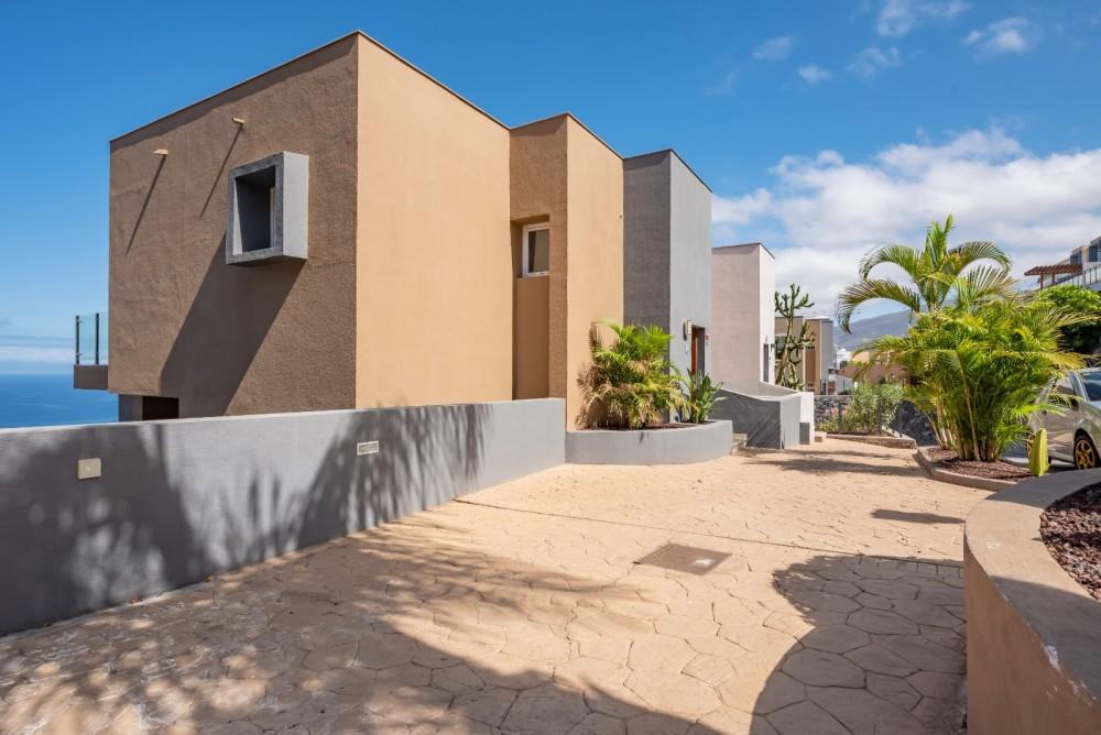 4 bed Villa For Sale in Playa de las Americas,  - 38