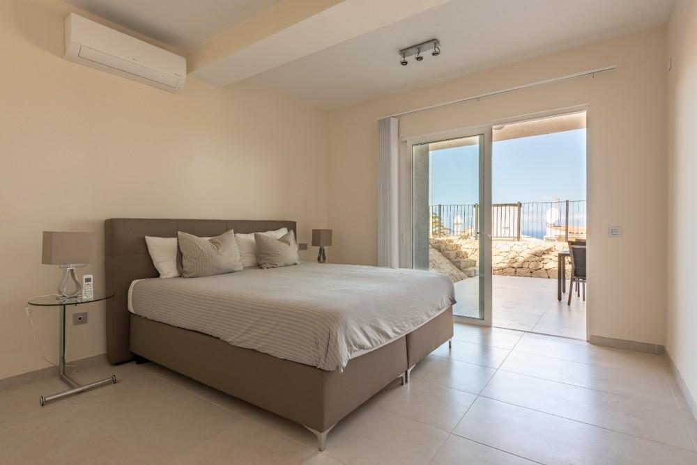 4 bed Villa For Sale in Playa de las Americas,  - 22