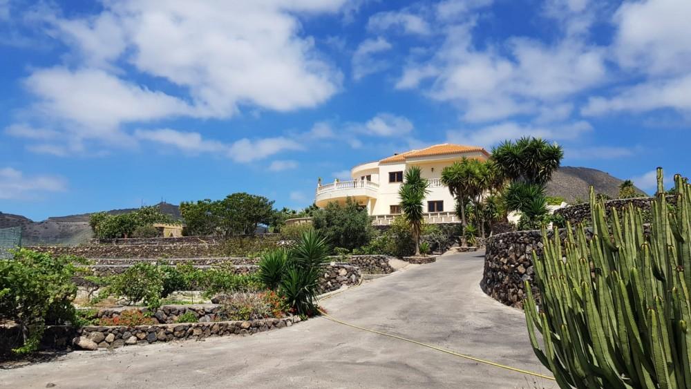 4 bed Villa For Sale in San Miguel de Abona,  - 1